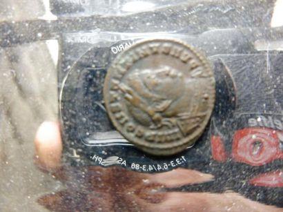 7 MONNAIES françaises et étrangères, en bronze et métaux divers, principalement...