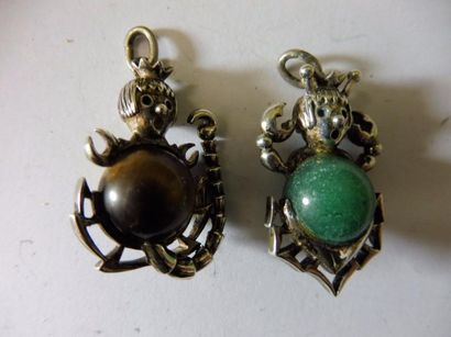 2 PENDENTIFS personnage ''scorpion'' corps...