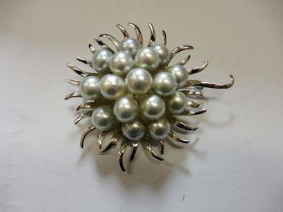 BROCHE ''tournesol'' au centre 16 perles...