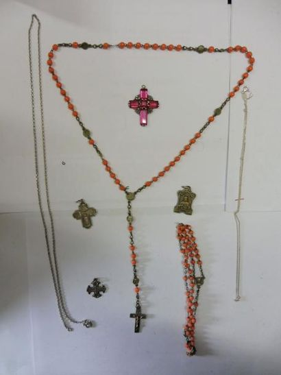 LOT RELIGIEUX comprenant: 2 chaines maillons...