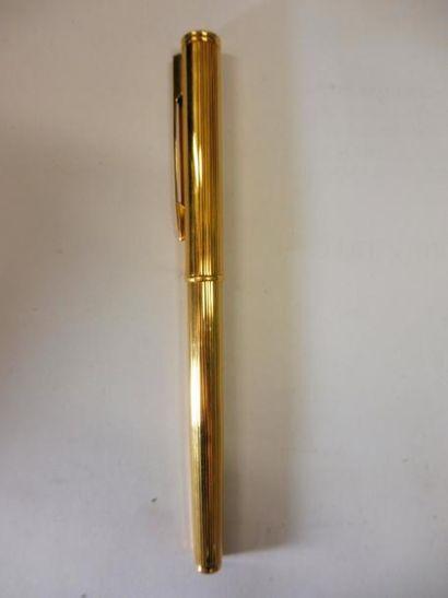 STYLO PLUME modèle cannelé métal doré de marque WATERMAN (état neuf)