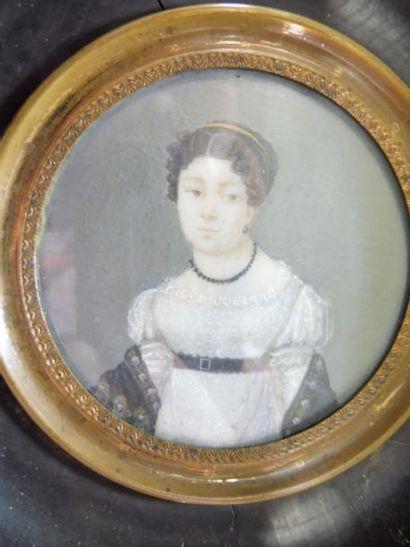 ECOLE FRANCAISE vers 1820 ''jeune femme à la robe blanche'' gouache sur ivoire de...