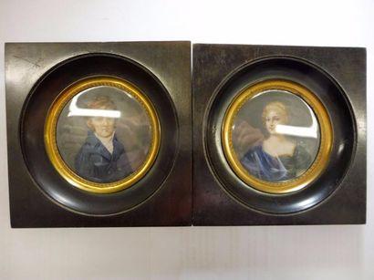 ''Couple de personnages '' en pendant gouache sur ivoire de forme ronde signées...