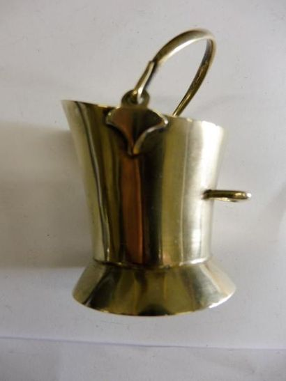 SALIERE ''en seau à charbon'' métal argenté...