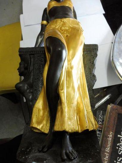 CASTILLON ''la belle nubienne'' bronze à patine foncée rehaussé de dorure signé...