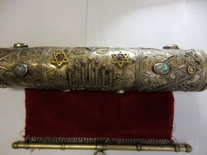 ETUI DE MEGUILAH de forme cylindrique à poignée et embout piriforme décor motifs...
