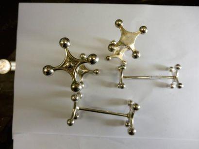 8 PORTE COUTEAU modèle osselet 6 grand module L: 8,8 cm 2 modèle moyen L 8 cm métal...