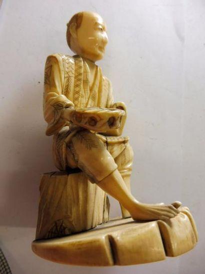OKIMONO ''mendiant'' ivoire JAPON XIXème...