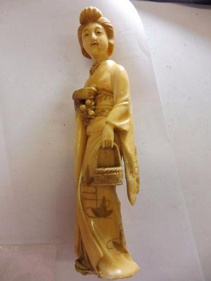 ''kwan-Yin au panier et au bouquet'' ivoire...