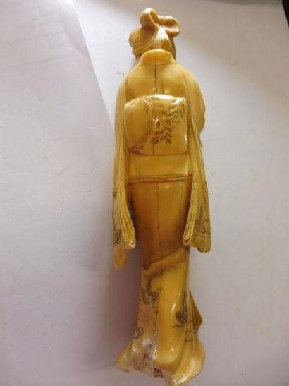 ''kwan-Yin au panier et au bouquet'' ivoire JAPON fin XIXème H : 17,7 cm (manque...