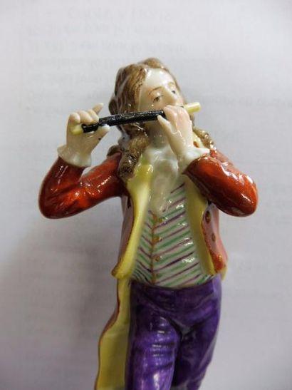 ''Le joueur de flûte'' porcelaine polychrome...