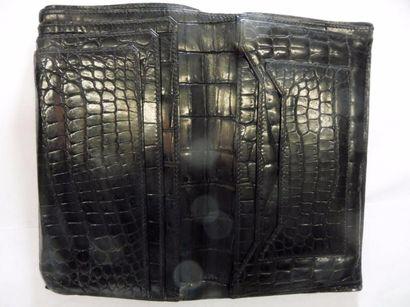 PORTE FEUILLE à 6 feuilles internes crocodile noir 16,5 x 10,2 cm (fermé) (bon état...