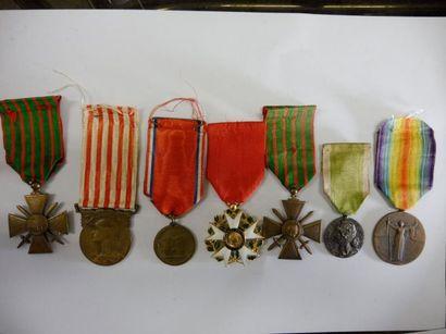 6 MEDAILLES de la guerre 14-18 et leur ruban...