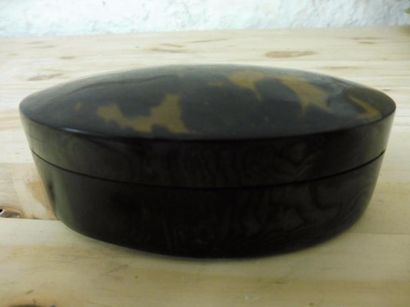 BOITE de forme ovale en navette couvercle bombé écaille de tortue marbré XIXème...