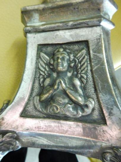 2 PIQUE CIERGES tripode à décor religieux bronze argenté XIXème – H : 53 cm et 60...