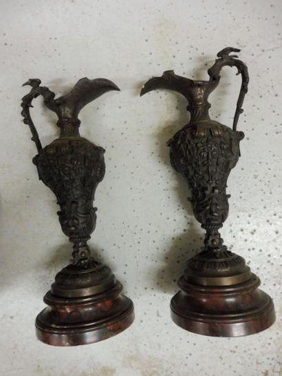 PAIRE D'AIGUIERES de forme balustre bronze...