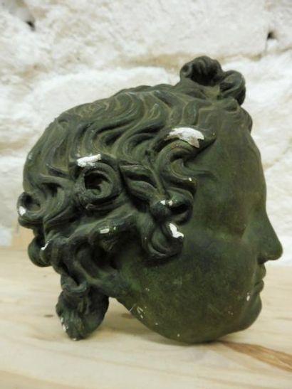''Tête d'enfant'' en plâtre patiné vert bronze...