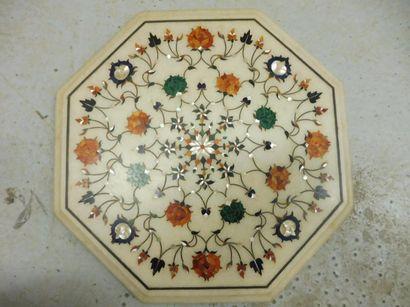 PANNEAU ou MILIEU DE TABLE de forme octogonale...
