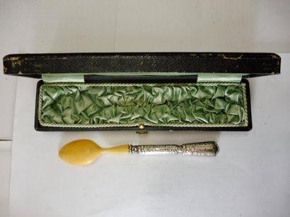 CUILLER A BOULLIE spatule violonée décor...