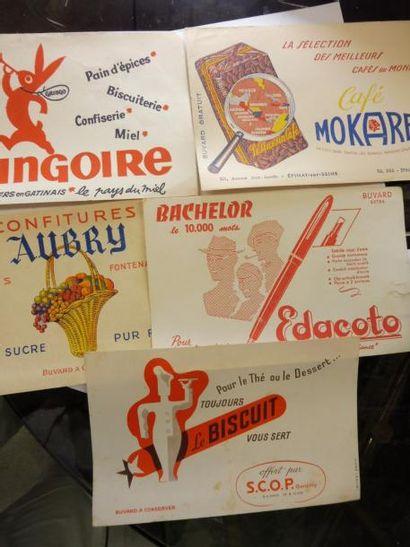 10 BUVARDS de collection LE BISCUIT, BACHELOR,...