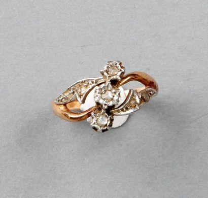 BAGUE fleur ancienne pavée de diamants taillés...