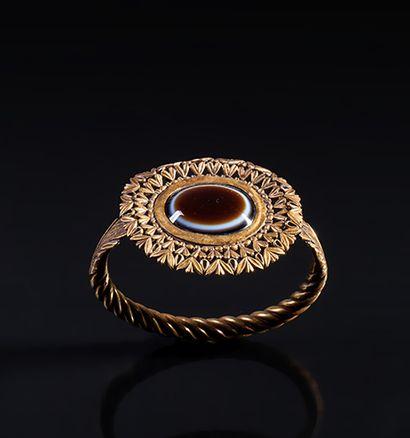 BRACELET de poignet en or 23 carats constitué...