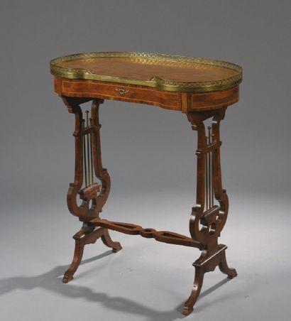 TABLE ROGNON en placage de bois de rose,...