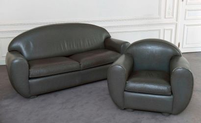 CANAPÉ deux places et FAUTEUIL en cuir gris,...