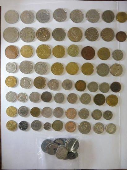 LOT de monnaies comprenant: 68 pièces étrangères...