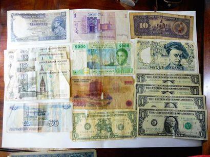 37 BILLETS de banque de RUSSIE, POLOGNE,...