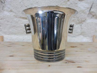 SEAU A CHAMPAGNE de forme cylindrique évasée...