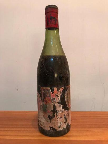 Une bouteille Côtes du Rhône - Château SAINT...