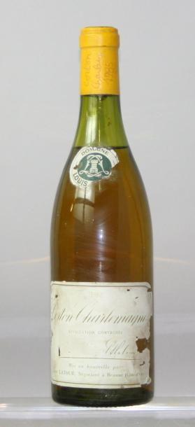 Une bouteille CORTON CHARLEMAGNE GC - Domaine...