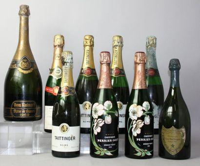 Lot de huit bouteilles et un magnum de Champagne...