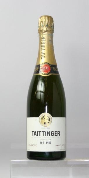 Une bouteille Champagne TAITTINGER 1971