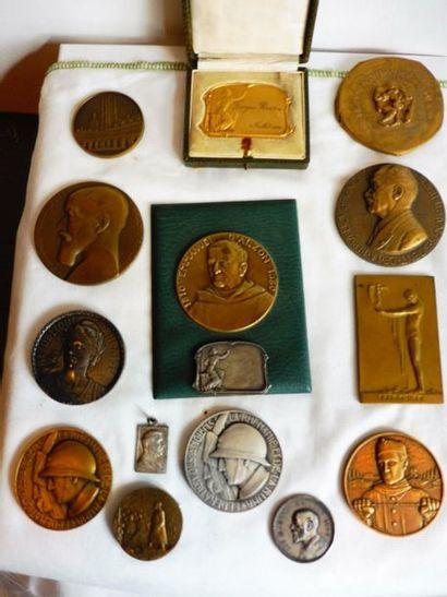 14 MEDAILLES dont 11 en bronze et 3 en argent...