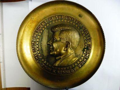 GRAND MEDAILLON: ''J.F.KENNEDY'' bronze...