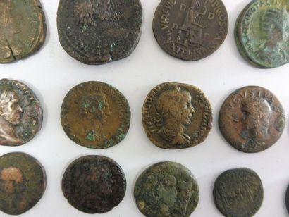 18 GROSSES PIECES en bronze d'époque rom...