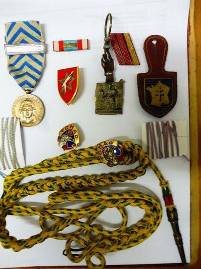 LOT comprenant: 2 médailles du TCHAD, la...