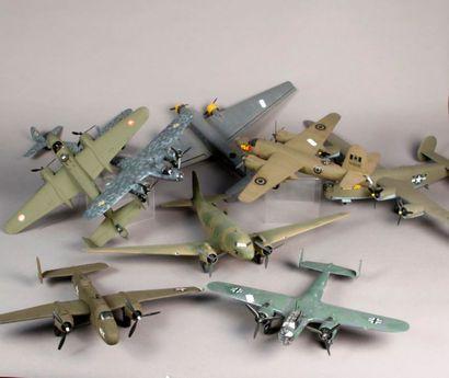 Dix maquettes d'avions militaires montés...