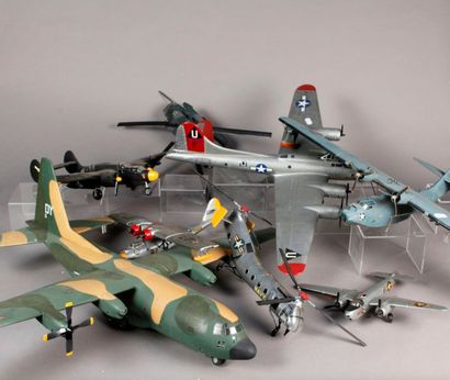 Neuf avions et hélicoptères militaires –...
