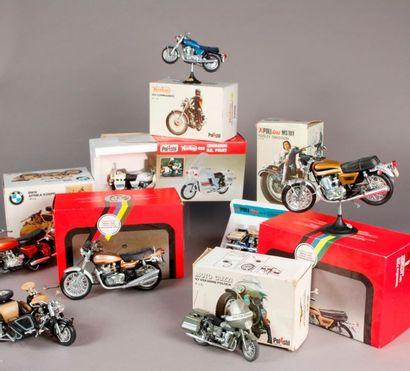 POLISTIL: Seize boites de motos et side-cars...