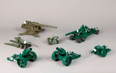 Sept canons divers et obusiers: CRESCENT...