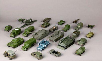 DINKY TOYS –DTA et divers : véhicules blindés:...
