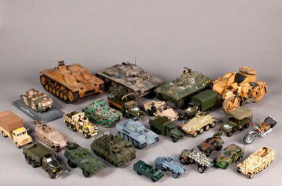 Lot de véhicules et maquettes plastique militaires...