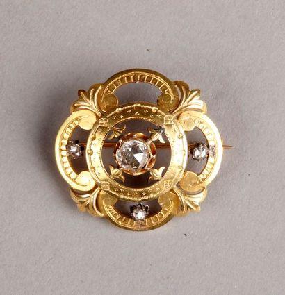 BIDAUT et ANQUETIN (1853-1858) -BROCHE ronde ajourée en or jaune ornée de diamants...