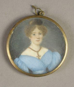 Lot de TROIS MINIATURES rondes et ovales représentant des portraits de femmes à...