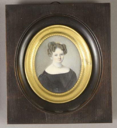 NOËL (XIXe siècle) Homme et Femme Deux miniatures ovales sur ivoire formant pendant,...
