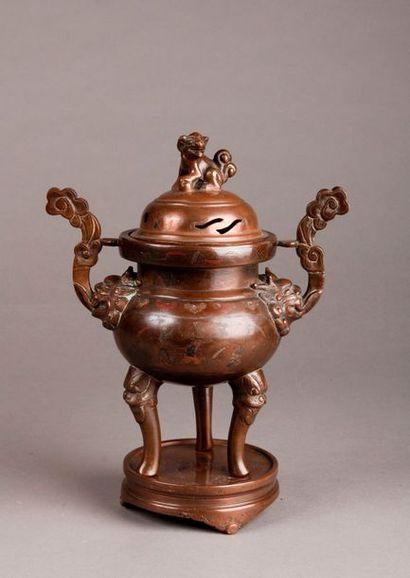 BRÛLE-PARFUM tripode sur socle en bronze,...