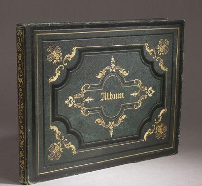ALBUM romantique de format oblong contenant...